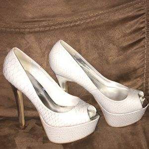 White and silver snake print pumps